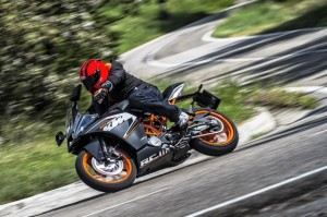 92480_KTM_RC_200_Action_2976