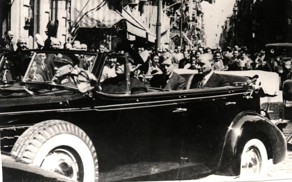 ataturk-un-otomobilleri-ataturk-lincoln-1934-ataturk-un-otomobilleri-1438191