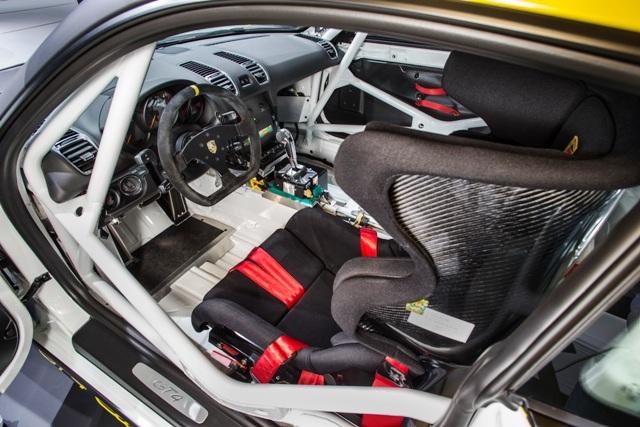 1449241367_Porsche_GT4_Clubsport__5_