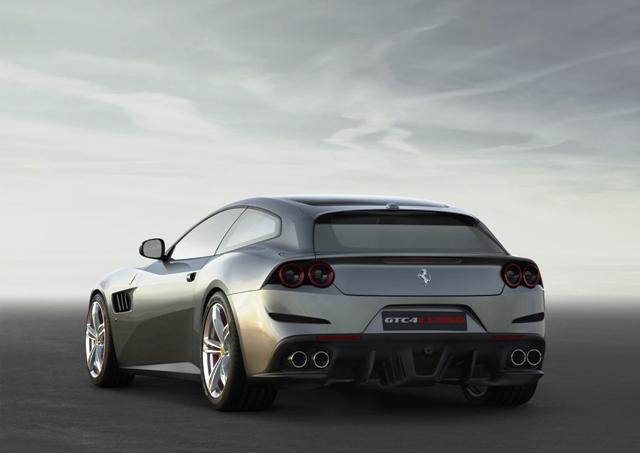 Ferrari GTC4Lusso-3