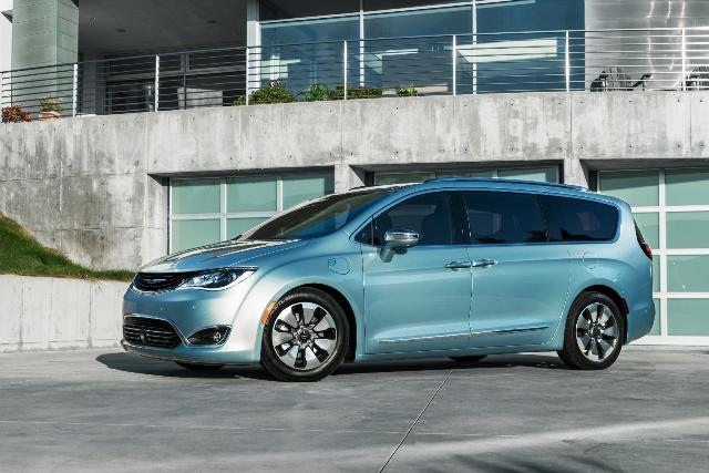 Chrysler Pacifica Hybrid-1