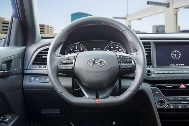 Hyundai Elantra Sport (7)
