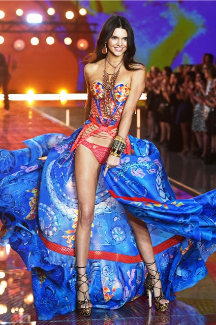 1479821943_fashion_show_runway_2015_boho_psychadelic_kendall_look_6_victorias_secret_hi_res